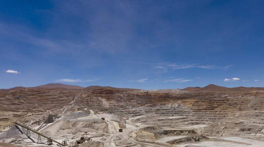 Foto de paisaje de la instalación minera de cobre en Chile Quebrada Blanca
